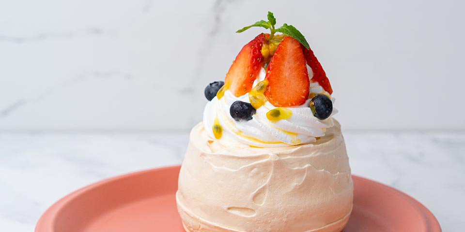 Pavlova with Fresh Fruits